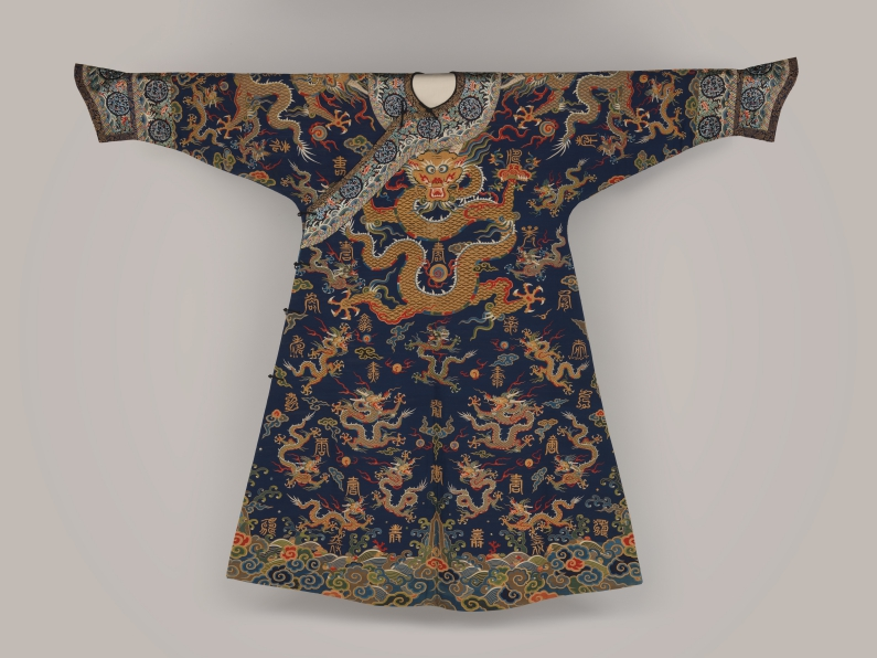 Metropolitan_Museum_dragon_robe_Paul_Bequest