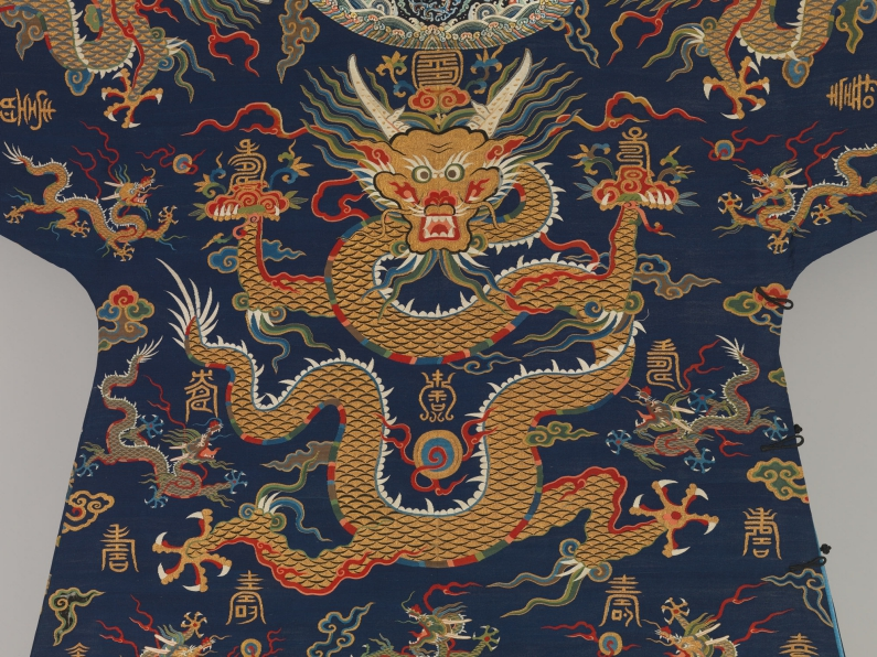 Metropolitan_Museum_dragon_robe_Paul_bequest_detail