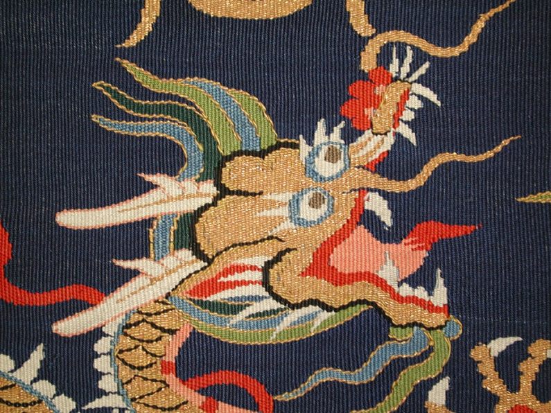 Metropoltan_Museum_dragon_robe_detail_ Paul_bequest