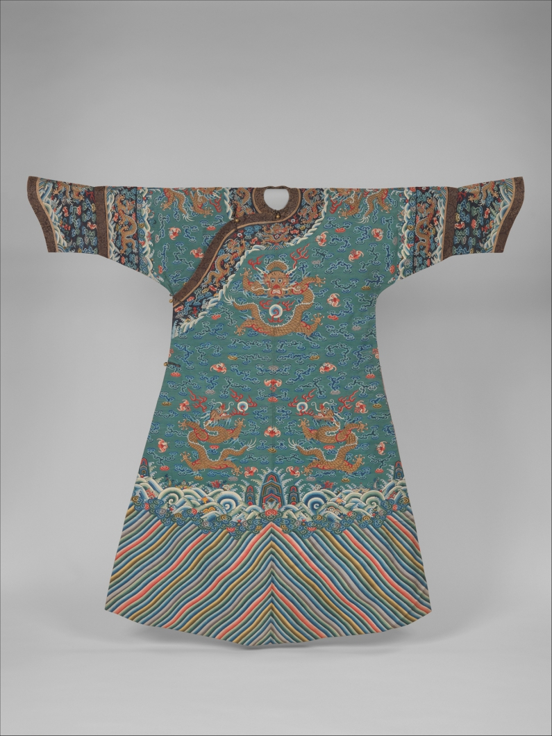 Metropolitan_Museum_dragon_robe_woman_kesi_Paul_bequest