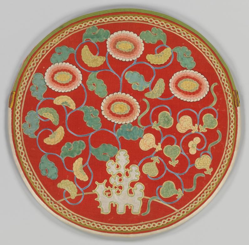 Metrolpolitan_Museum_mirro_case_embroidery_Paul_beqest